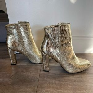 Gold ankle boots/booties